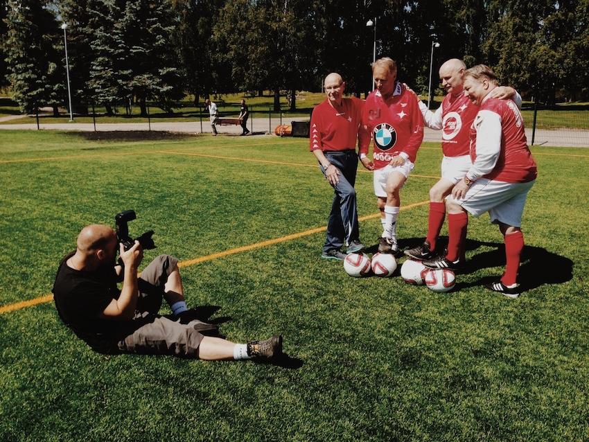 Niklas Meltio arbetar med HIFK-seniorerna Matti Haahti, Torbjörn Wiik, Trygve Wahlbeck och Gary Sundberg.
